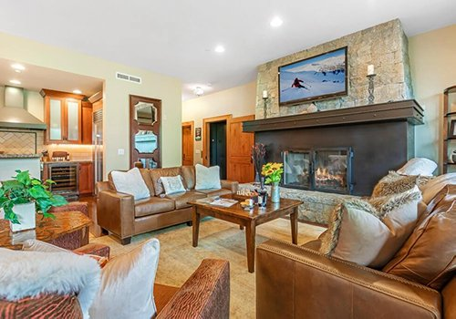 A102 Hummingbird Lodge living room with large sofas and fireplace.